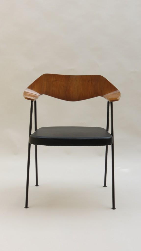 Robin Day 675 Chair