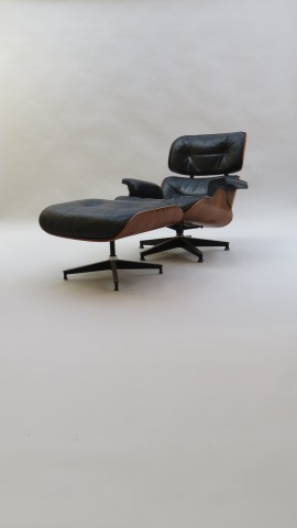 Eames Lounger and Ottoman 670 671 Herman Miller