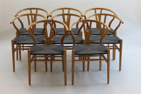 Set of 8 original Hans Wegner Wishbone Chairs in Oak